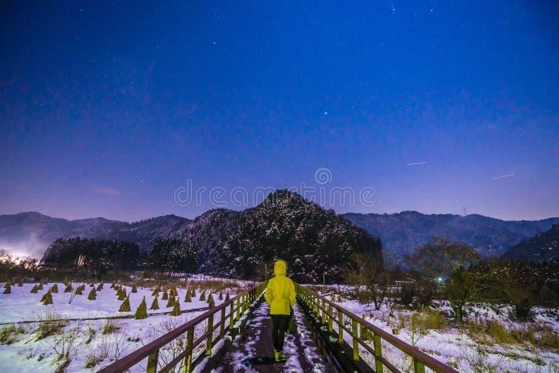 Zimy noc w Kayabuki żadny Sato w Miyama zdjęcia stock