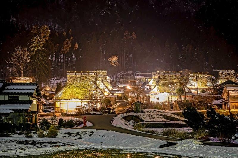 Zimy noc w Kayabuki żadny Sato w Miyama obraz stock