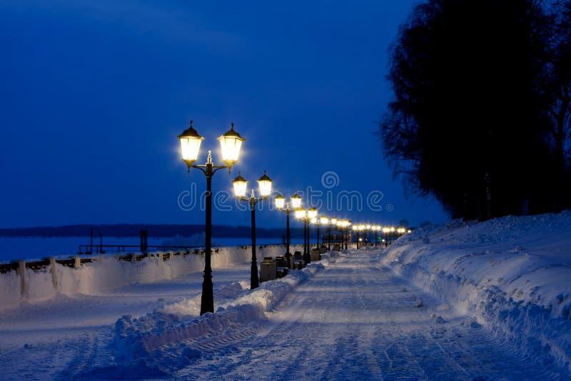 Zimy nocy pejzaż miejski fotografia stock