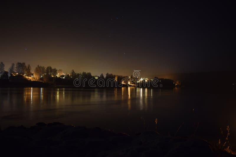 Zimy nocy rzeka zdjęcie royalty free