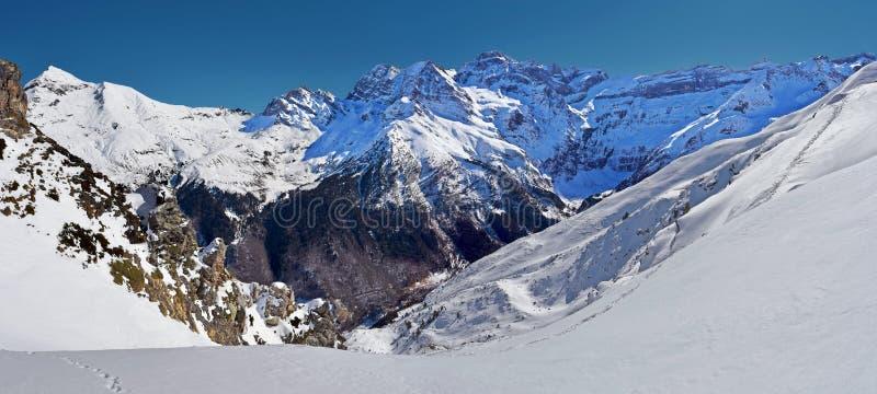 Zimy panorama Cirque De Gavarnie widzieć od Pahule Pic obrazy royalty free