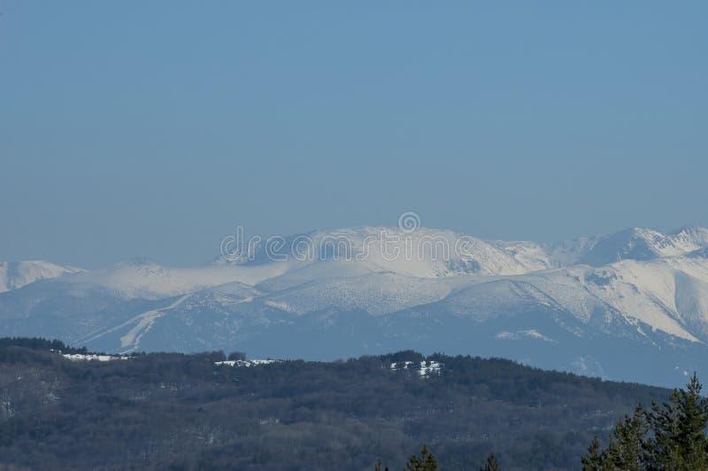 Zimy panoramy krajobraz od Vitosha w kierunku Rila góry obraz stock