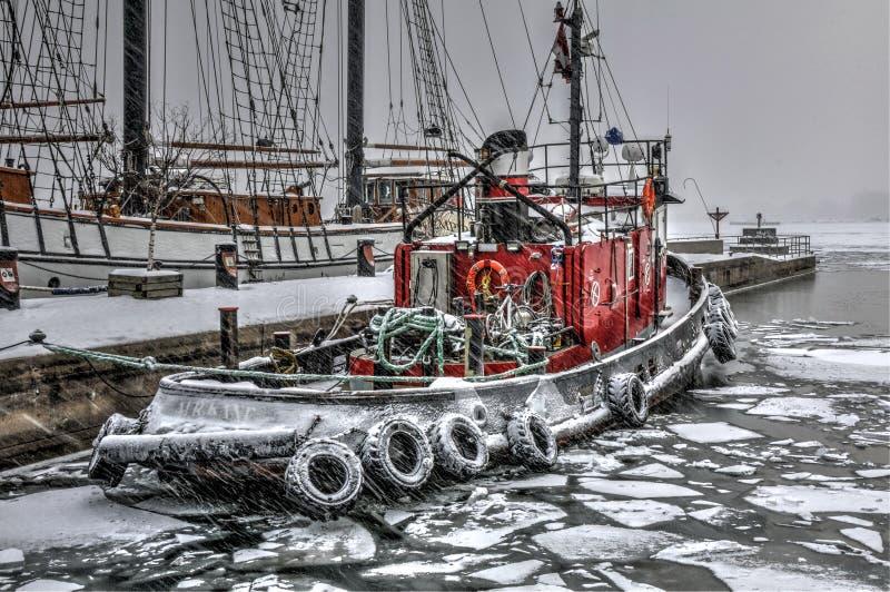 Zimy pożarnicza łódź zdjęcia stock