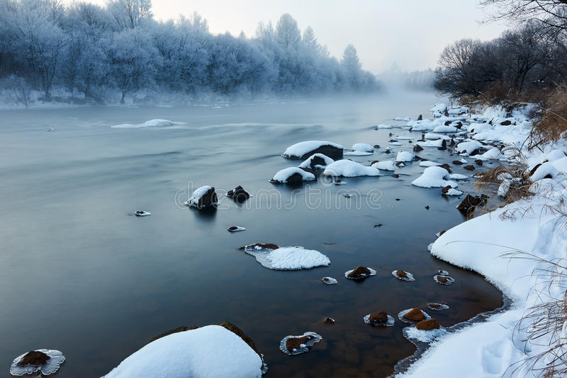 Zimy rzeki wschód słońca fotografia stock