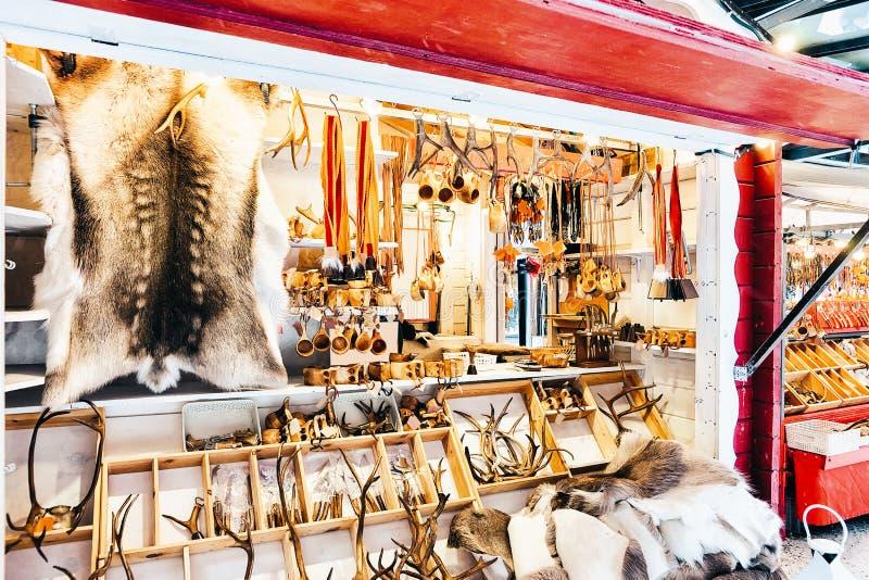 Zimy Saami pamiątki reniferowy futerko i rogi przy Finlandia w Lapland w zimie fotografia royalty free