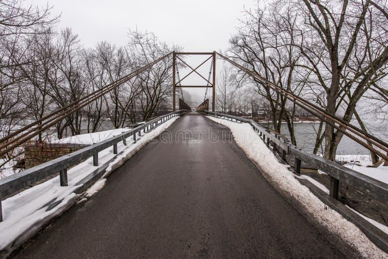 Zimy scena Historyczny zawieszenie most nad Delaware rzeką obraz royalty free