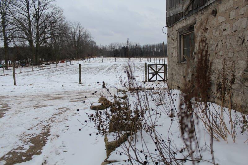 Zimy scena przy gospodarstwem rolnym obrazy royalty free