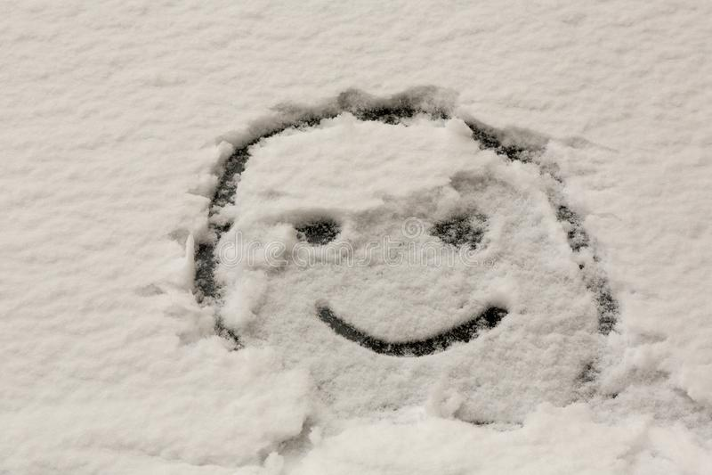 Zimy smiley na samochodowej przedniej szybie fotografia royalty free