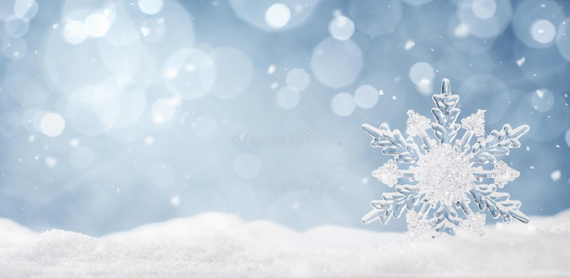 Zimy tło, krystaliczny płatek śniegu w śniegu zdjęcie stock