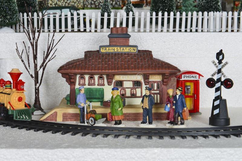 Zimy wioski dworca Bożenarodzeniowa scena zdjęcia royalty free