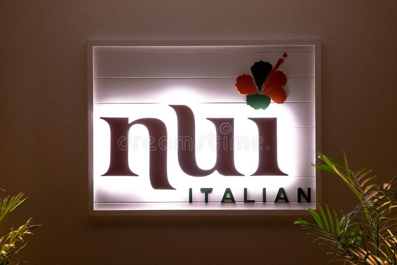 Zing van een Italiaans restaurant 'Nui 'op muur stock afbeeldingen
