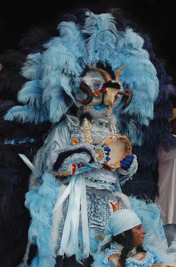 Zingend Mardi Gras Indian With Elaborate-Kostuum royalty-vrije stock foto
