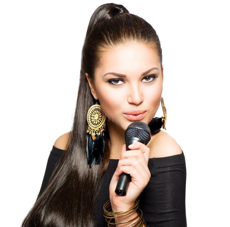 Zingende Vrouw met Microfoon royalty-vrije stock foto
