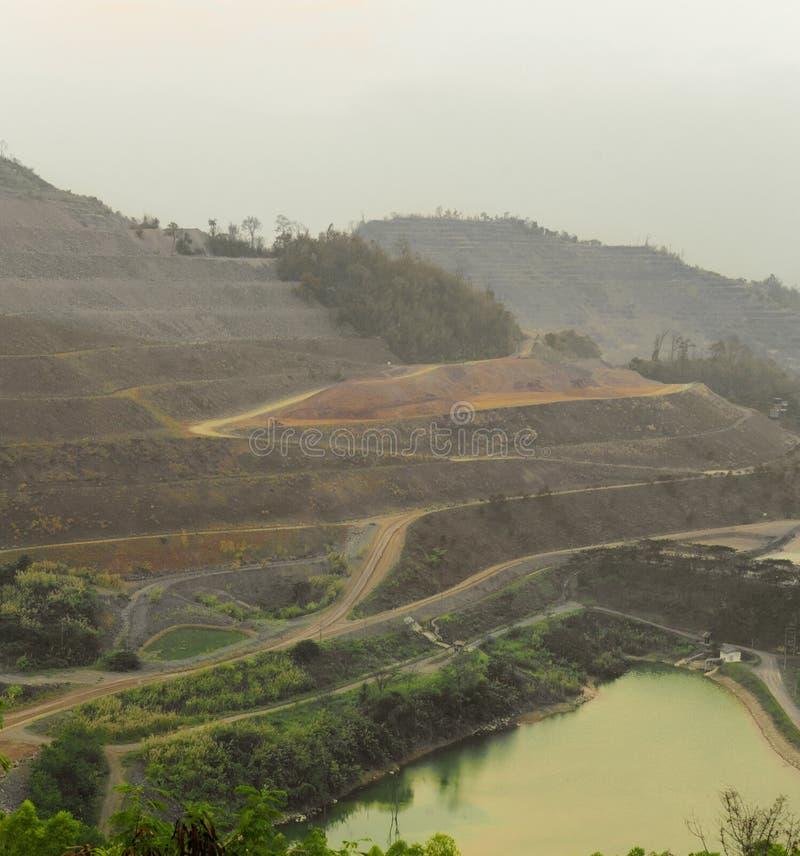 Zinkmin Bakgrund av att bryta industriellt landskap arkivfoton