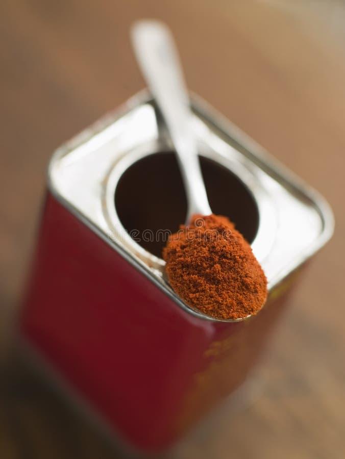 Zinn des geräucherten Paprika-Puders lizenzfreie stockbilder