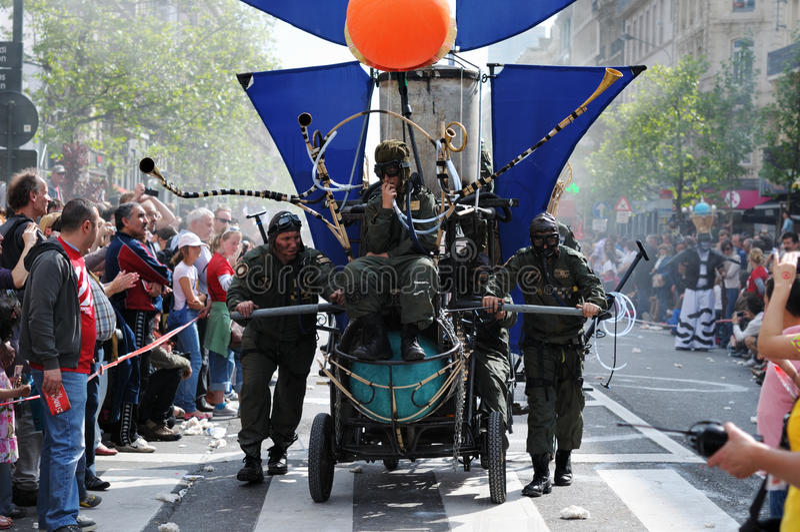 Download Zinneke Parade Performances 2012 Editorial Photo - Image: 25720751