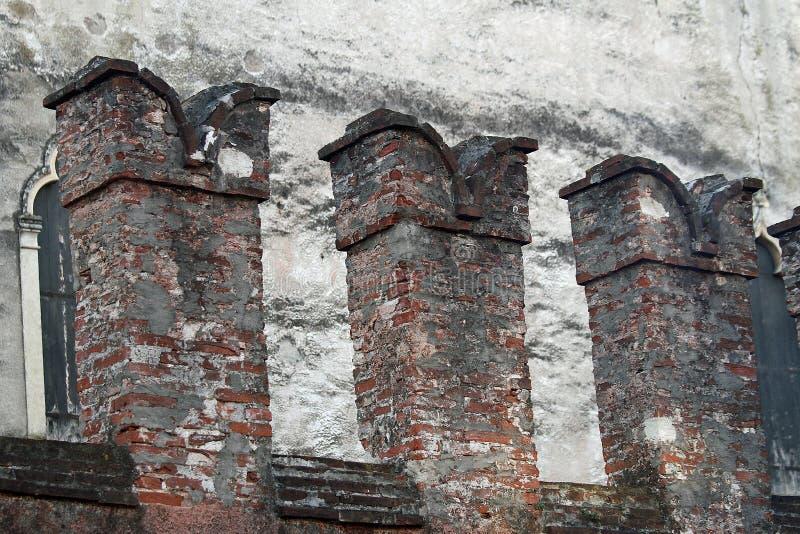 Zinnen der Wände eines mittelalterlichen Schlosses in Thiene stockfotografie