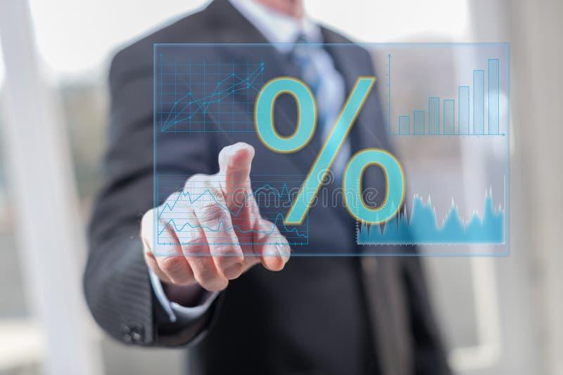 Zinssatzdaten des Mannes rührende digitale lizenzfreie stockfotos