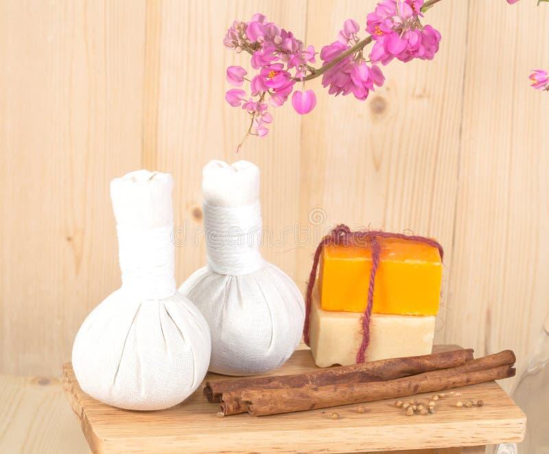 Download Ziołowy Balowy Zdrój I Wellness Obraz Stock - Obraz złożonej z aromatyczny, jesienny: 53782781