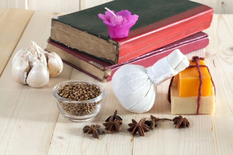 Download Ziołowy Balowy Zdrój I Wellness Obraz Stock - Obraz złożonej z produkty, piłka: 53782797