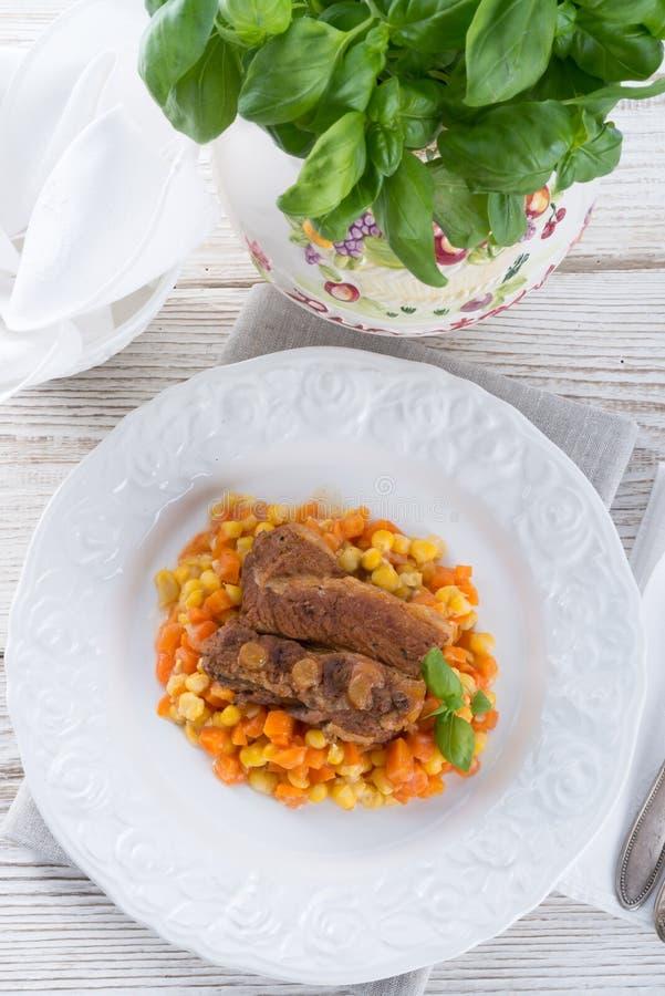 Ziobro z marchewkami i kukurydzą zdjęcie stock