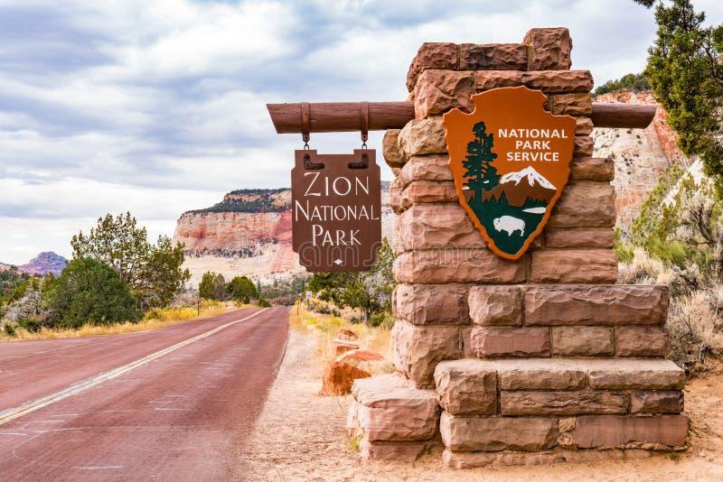 zion знака национального парка входа стоковое фото rf