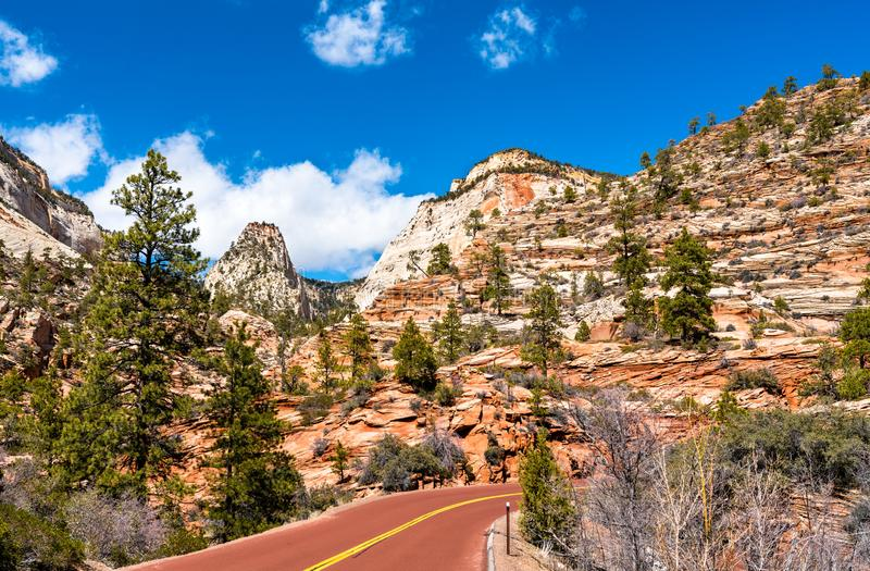 Zion-Mount Carmel Highway in Zion National Park stock afbeelding