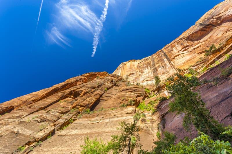 Zion National Park Sluit omhoog van bergen en aardige hemel royalty-vrije stock fotografie