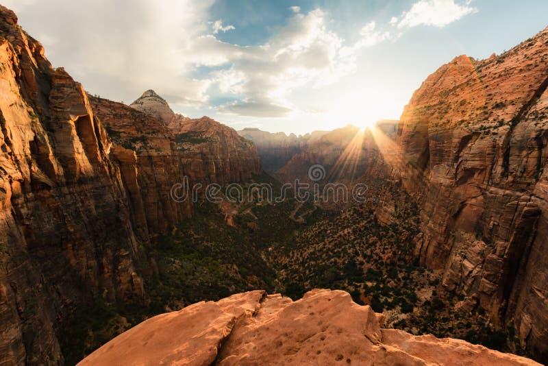Zion park narodowy jest jeden piękni parki w USA, Utah Jar Przegapia ślad ofert pięknych widoki, wschód słońca lub fotografia royalty free