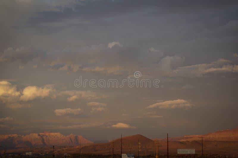 Zion parka narodowego tła zmierzchu niebo obrazy royalty free