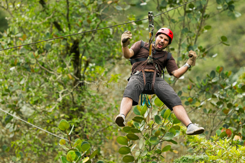 Ziplinie Abenteuer stockfotos