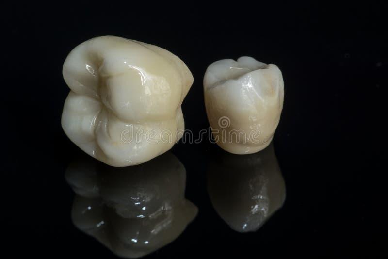 Zirconium en céramique dents Technicien dentaire photo libre de droits
