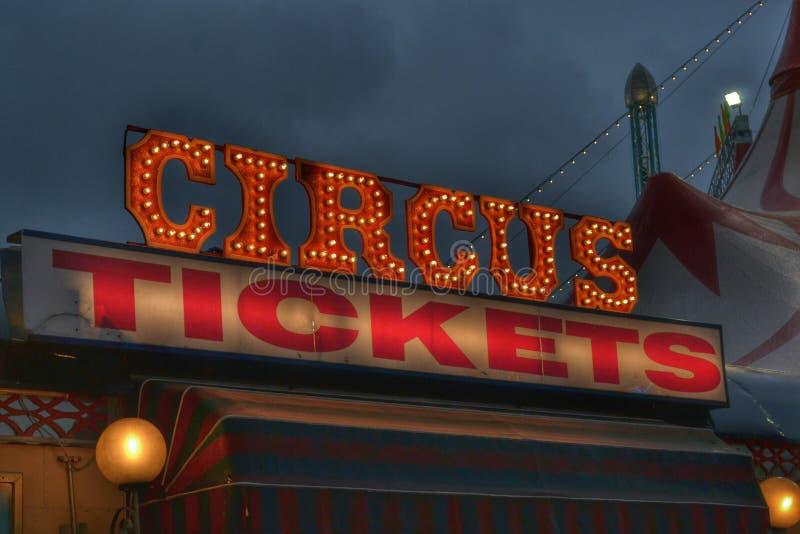Zirkus etikettiert Leuchtreklame stockfotografie