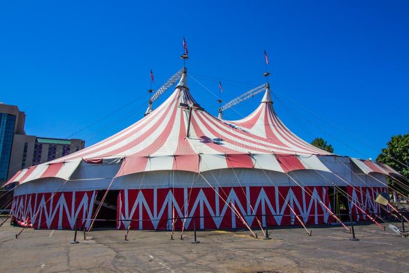 Zirkus-Zirkuszelt-Zelt im Freien lizenzfreie stockbilder