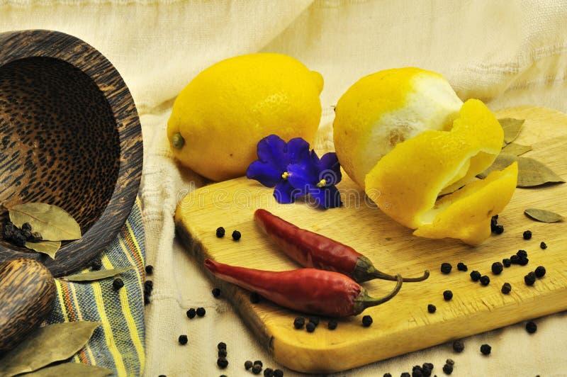 Zitrone, Knoblauch, Chile-Pfeffer lizenzfreie stockfotografie