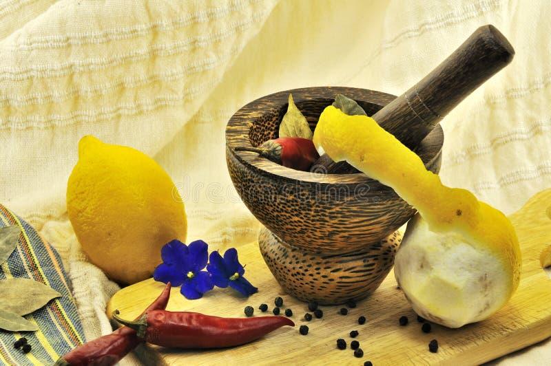 Zitrone, Knoblauch, Chile-Pfeffer lizenzfreie stockbilder