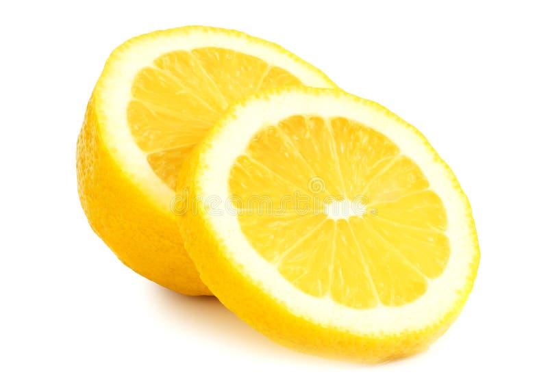 Zitrone mit den Scheiben lokalisiert auf wei?em Hintergrund Gesunde Nahrung stockfoto