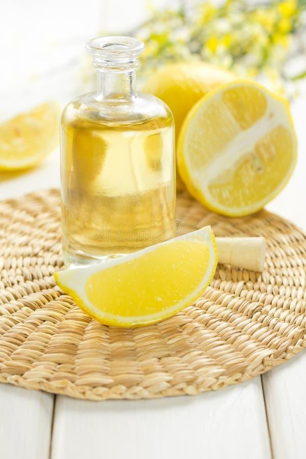 Zitronenöl stockfoto