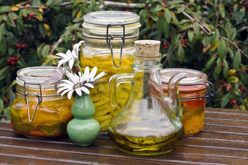 Zitronen konserviert im Schmieröl stockfoto