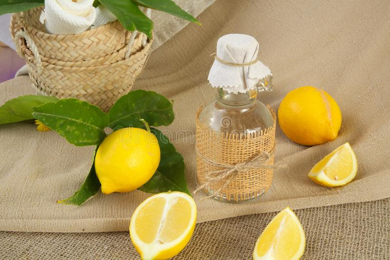 Zitronenessig lizenzfreies stockbild