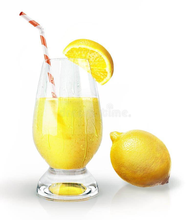 Zitronenfrucht und Glas Saft mit Stroh und Nelke. lizenzfreie stockfotografie