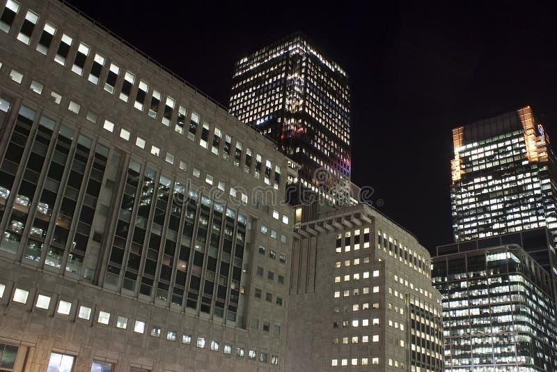 Zitronengelbe Kaiwolkenkratzer in London nachts stockfoto