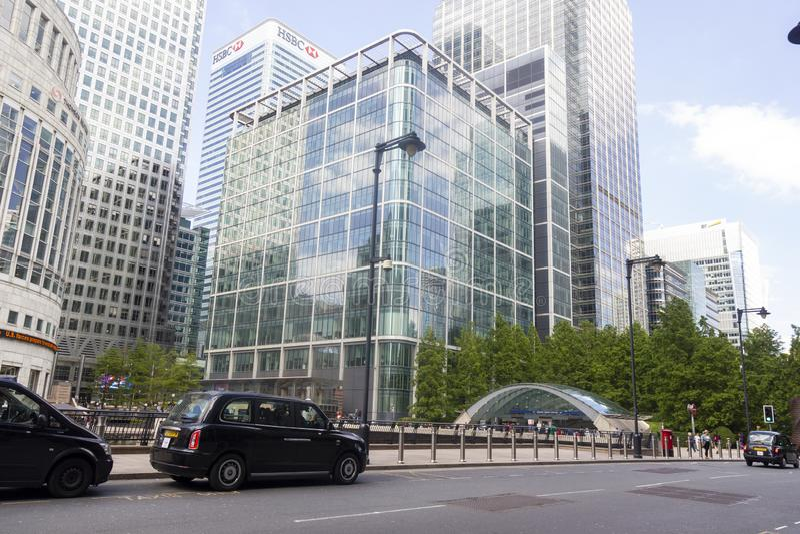 Zitronengelber Kai Englands London am 22. Juni 2019 stockfotos