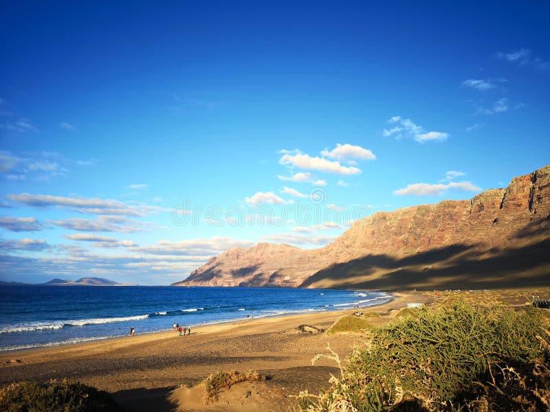 Zitronengelber vulkanischer Strand lizenzfreies stockfoto
