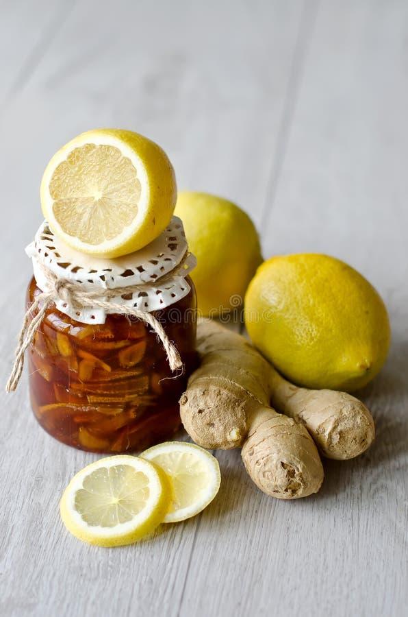 Zitronenmarmelade mit Ingwer lizenzfreie stockfotos