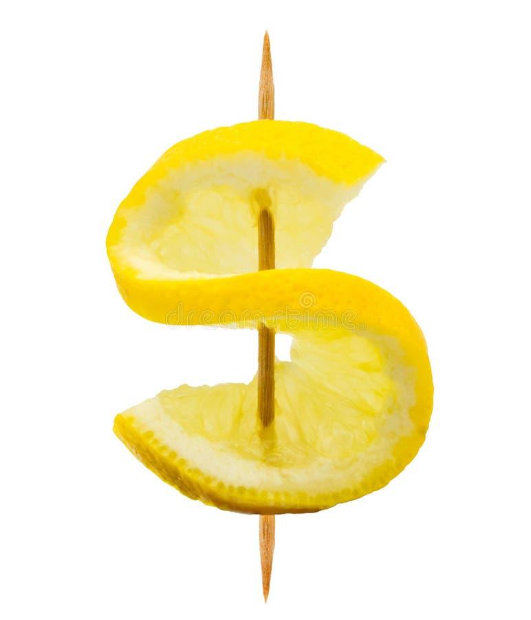 Zitronenscheibe in Form eines Dollarzeichens auf einem Zahnstocher lokalisiert auf Weiß stockfoto