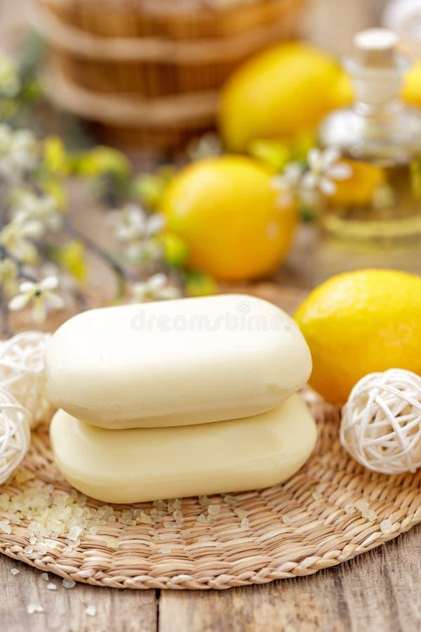 Zitronenseife stockbild