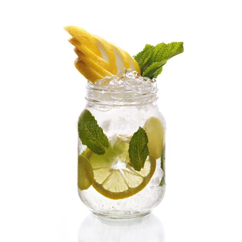 Zitronenwasser lizenzfreies stockfoto