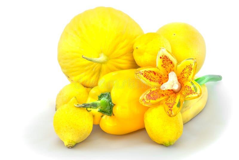 Zitrusfrucht, gelbes Obst und Gemüse mit Schatten lizenzfreie stockfotografie