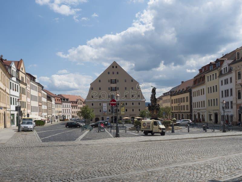 Zittau, Saxony, Niemcy, Lipiec 11, 2019: Stary targowy kwadrat Zittau Historyczny stary grodzki lato słoneczny dzień, niebieskie  obraz stock